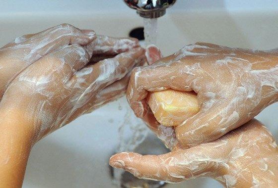 Как удалить клей с кожи