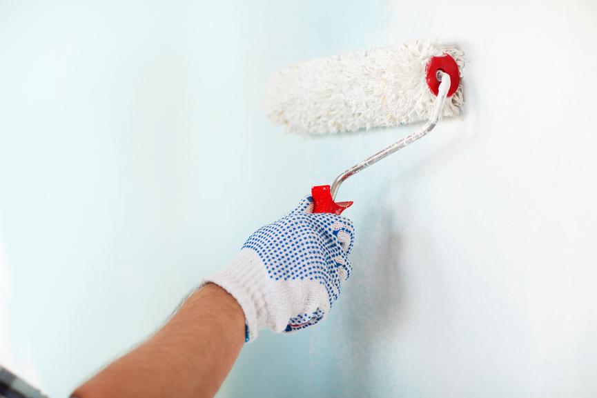 Красим стены водоэмульсионной краской