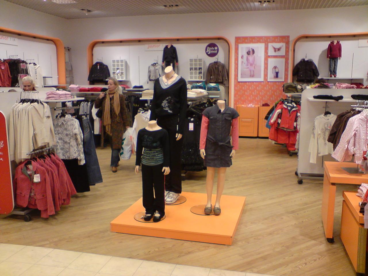 интерьер магазина детской одежки