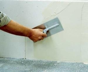 Подготовка стенки к оклеиванию
