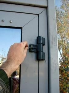 ремонт дюралевых дверей