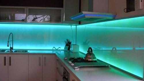 светодиодная подсветка угловой кухни